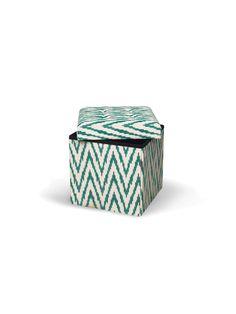 Ткань ручного производства (Индия); окраска вручную по технологии ИКАТ натуральными красками,  складывается для размеров крышки;    основа пуфа  МДФ;    максимальный вес  90кг.