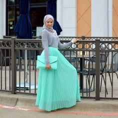 today in our post we will present some classy hijab outfits from an American/ Palestinian Muslim girl lived in Texas united states. Islamic Fashion, Muslim Fashion, Modest Fashion, Fashion Outfits, Skirt Fashion, Hijab Fashionista, Hijab Chic, Hijab Casual, Turban