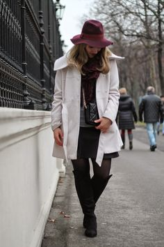 White Coat from Primark, Overknees from Deichmann, Bordeaux Hat from Dorothy Perkins / Preppy / Zara / College / Winter Outfit / Winter Look
