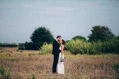 Ingrid Lepan - Un mariage en bleu au domaine  des Moures - La mariée aux pieds nus