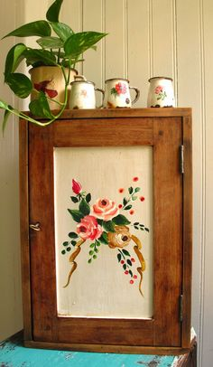 Plants on top of a cabinet Recycled Furniture, Home Decor Furniture, Painted Furniture, Diy Home Decor, Granny Chic, Vintage Kitchen, Decoration, Repurposed, Sweet Home