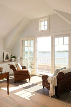 A dreamy seaside cottage in the village of Green Harbor Le Living, Living Spaces, Coastal Living, Living Room, New England Homes, New Homes, Sweet Home, Dream Beach Houses, Cottages By The Sea
