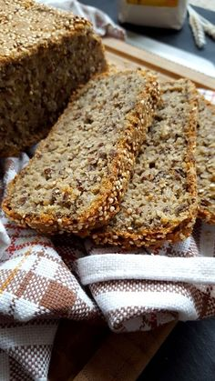 Kulinarikus: Superfoods on top: glutenfreies Quinoa-Buchweizen-Brot mit Hirse…
