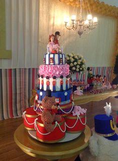 Soldadinho de chumbo Carousel Cake, Birthday Parties, Birthday Cake, Holidays And Events, Beautiful Cakes, Minions, Biscuits, Birthdays, Bolo Fake