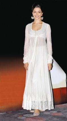 Bridal lehenga white indian outfits 43 ideas for 2019 Anarkali Dress, Pakistani Dresses, Indian Dresses, Bollywood Anarkali Suits, Indian Wedding Outfits, Indian Outfits, Wedding Dresses, Bridal Outfits, Indian Designer Outfits