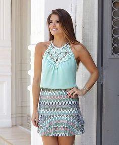 {Light green} By @uniquechicoficial ☘️Blusa de renda com pérolas + saia de babado! Tem combinação mais linda?