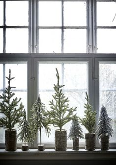 5 Mini Christmas Tree Ideas For Small Spaces (my scandinavian home) Artificial fir tree as Christmas decoration? An artificial Christmas Tree or even a real one? Decoration Christmas, Noel Christmas, Rustic Christmas, White Christmas, Christmas Crafts, Christmas Tree Simple, Winter Decorations, Christmas 2017, Christmas Tree Ideas For Small Spaces