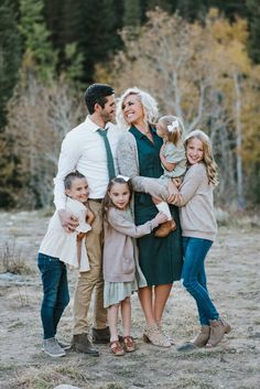 Big Family Photos, Fall Family Pictures, Family Picture Poses, Family Photo Sessions, Mini Sessions, Extended Family Pictures, Family Photo Shoot Ideas, Family Family, Outdoor Family Pictures