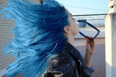 """Find and save images from the """"Cabello azul💠🔵🔷💙 (colorful hair)"""" collection by Cosmic_World (valentina_vargu) on We Heart It, your everyday app to get lost in what you love. Hair Color Blue, Green Hair, Hair Colors, Hair Inspo, Hair Inspiration, Inspo Cheveux, Blue Hair Aesthetic, Alternative Hair, Dye My Hair"""