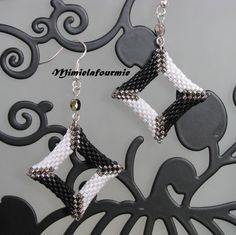 Boucles d'oreille perle perlée Carré, B2B Black & white - Tissage Peyote Miyuki