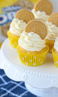 - Make cupcakes any flavor and then just stick a Golden Oreo to represent a coin in the frosting for a super easy themed snack. Oreo Cupcakes, Oreo Cake, Yummy Cupcakes, Cupcake Cakes, Cute Desserts, Delicious Desserts, Yummy Food, Cupcake Recipes, Baking Recipes