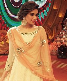 WEBSTA @ indianstreetfashion - Slaying the traditional look Karishma Tanna rocks an Abhinav Mishra outfit with classic chandballis we ❤ the entire look Pakistani Dresses, Indian Dresses, Indian Outfits, Look Short, Indian Wedding Hairstyles, Hairstyles With Lehenga, Bridal Hairstyles, Desi Clothes, Traditional Looks