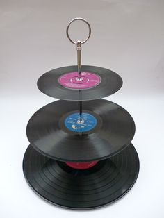 Cake Stand Centerpiece Made From Vintage Recycled Records This looks awesome! Cool Diy Projects, Recycling Projects, Gramophone Record, Recycled Crafts, Diy Crafts, 3 Tier Cake Stand, Event Decor, Event Ideas, Vintage Vinyl Records