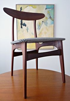 Dans le Townhouse: DIY Houndstooth Upholstered Vintage Teak Chairs. I just bought a set of VERY similar chairs at the thriftstore to re-finish. What luck to find this!