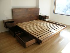 Platform bed with drawers underneath on indeesabsurdes.net