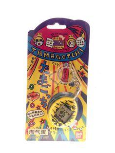 Tamagotchi V1 (original 1997) Bandai Jaune et Noir / Yellow and Black