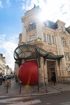 RedBall Project, Ouest France, Rennes, Artist: Kurt Perschke Photographer: Martin and Martin #RedBallProject