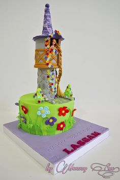 Tangled Cake for Lizzie Rapunzel Torte, Rapunzel Birthday Cake, Birthday Cake Girls, Birthday Cakes, Bolo Artificial, Movie Cakes, Little Mermaid Cakes, Character Cakes, Disney Cakes