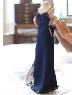 Miniature Lady Diana (Princess of Wales) Dior dress. Your daily Le Petit theatre Dior couture. Tribute to Cannes Film Festival 😍😍😍 Very… Dior Haute Couture, Vestidos Christian Dior, Robes Christian Dior, Barbie Dress, Barbie Clothes, Fashion Weeks, Fashion Outfits, Fashion Trends, Fashion Clothes