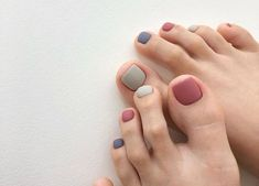 Looking for the best nail polish colors for this fall? These are the most well-liked and accepted fall nail colors for … (With images) Nail Color Trends, Image Nails, Schulter Tattoo, Minimalist Nails, Tiger Tattoo, Colorful Nail Designs, Stylish Nails, Nail Manicure, Manicure Ideas