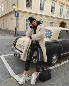 comfortable winter outfits ideas to inspire you - fashionable 8 ~ my.me Source by paigelynnski outfits invierno Winter Fashion Outfits, Fall Winter Outfits, Look Fashion, Autumn Winter Fashion, Fashion Black, Winter Clothes, Trendy Fashion, Vintage Fashion, Outfits Leggins
