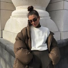 Puffer Jacket How To Style Winter Outfit Ideas Neutral Style Fashion Inspo Winter Mode Outfits, Winter Fashion Outfits, Look Fashion, Fall Outfits, Autumn Fashion, Womens Fashion, Trendy Fashion, Brown Fashion, Summer Outfits