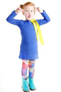 Leuk kobalt blauw kinderjurkje met driekwart mouwen. Voorzien van twee drukkertjes bij de hals, zodat je de jurk zelf kan personaliseren en past bij elke gelegenheid. Elke keer weer opnieuw!