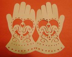 Scherenschnitte Valentines: Heart in Hands