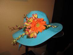 Derby fresh flower hat decor Tea Hats, Tea Party Hats, Flowers In Hair, Fresh Flowers, Mad Hatter Tea, Mad Hatters, Flower Hats, Flower Crowns, Derby Hats
