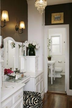 tiny bathroom decore
