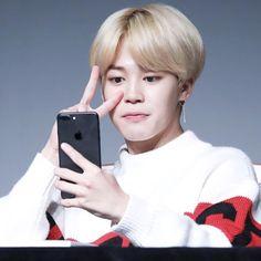 Ai ele tem um iphone ele (?)