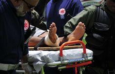 Carro de passeio ocupado por 12 pessoas bate em caçamba e dois morrem