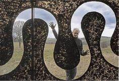 This year, Yorkshire Sculpture Park marks its thirtieth anniversary with a major exhibition of British artist Andy Goldsworthy. Land Art, Andy Goldsworthy Artworks, Andy Goldworthy, Art Alien, Art Environnemental, Yorkshire Sculpture Park, Outdoor Art, Environmental Art, Installation Art