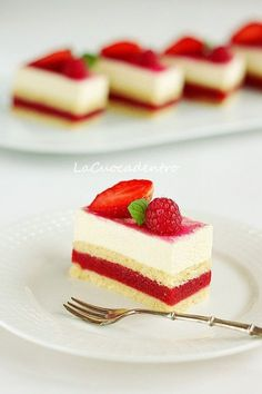 Slices A Raspberry Delight in the Heart Individual Desserts, Mini Desserts, Sweet Desserts, Sweet Recipes, Delicious Desserts, Mini Cakes, Cupcake Cakes, Best Carrot Cake, Modern Cakes