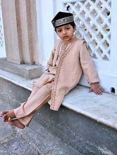 Portrait of a muslim boy at Hyderabhads Jama Masjid.....by Glosack , flickr