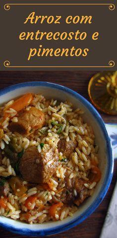 Arroz com entrecosto e pimentos   Food From Portugal. Quer preparar uma receita fácil, com excelente apresentação e bastante saborosa? Esta receita de arroz com entrecosto cozinhado com pimentos é simplesmente deliciosa! Experimente, vai adorar!! #receita #carne #entrecosto #arroz