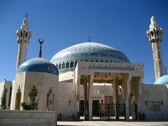 King Abdullah Mosque, Amman http://beautifulmosques.com/?tag=modern-islamic-architecture  ⚜Vitanapoli⚜ La vita è un sogno