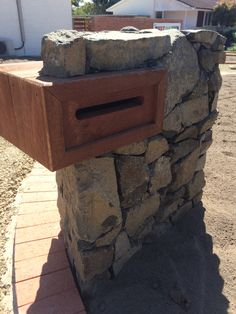 Brilliant new stone letterbox for our front yard renos by Mick at Dust To Lawn, Canberra Australia. Brick Mailbox, Diy Mailbox, Mailbox Ideas, Diy Letter Boxes, Fence Headboard, Porch Tile, Stone Driveway, Timber Fencing, Stone Houses