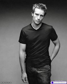 theberry.com got this one right... .yummy photo of michael vartan.  where is he now?