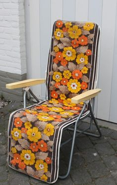"""Les fauteuils de camping avec tissu à fleurs colrées... bien marqué """"années 70""""! - Nostalgie/enfance"""