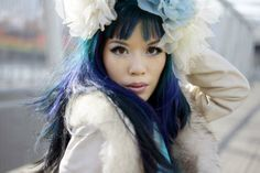 Japaneses goth-kawaii makeup tutorial! How to get blue-purple ombre dyed hair, gyaru eye makeup, and La Carmina's favorite cosmetics. http://www.lacarmina.com/blog/2014/05/gothic-makeup-products-tips-model/   white coat, faux fur collra