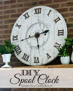 DIY Large Wood Spool Clock made from an old cable spool. This Clock is simple to… Diy Wood Projects, Diy Projects To Try, Woodworking Projects, Woodworking Wood, Decor Crafts, Diy Home Decor, Diy Crafts, Wood Spool, Diy Clock