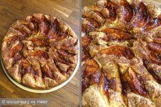 Her finder du opskriften på en lækker og luftig æblekage med en dejlig smag af kanel og vanilje. Den smager skønt og er rigtig nem at lave.