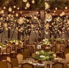 Pretty, pretty, oh-so pretty! Adorned with abundance use of hanging light bulbs, this decoration by @designlabevents not only such a pleasing to the eye, but also exquisite at the same time! Perfect pick for couples who love something modern but romantic for their wedding day! What do you think about this? Share us your thoughts and show some love! Follow our sister accounts for daily wedding inspirations: @thebridestory @thebridebestfriend @thewedlist @styleweddings