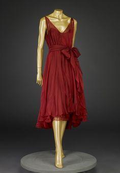 evening dress - Indianapolis Museum of Art Short Women Fashion, Fashion Tips For Women, 70s Fashion, Vintage Fashion, Womens Fashion, Fashion Hats, Halston Vintage, Vintage Dresses, Vintage Outfits
