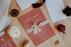 Ich liiiiiebe Papeterie Fotos - geht es euch auch so? 🥰 Am Hochzeitstag ist es total wichtig, dass ihr eure Papeterie für den Fotografen dabei habt, denn so entstehen wunderschöne Fotos! ✨ ⠀⠀⠀⠀⠀⠀⠀⠀⠀⠀⠀ ⠀⠀⠀⠀⠀ location: @almdorf_seinerzeit  photo: @biancaandlukas  planning & concept: @oneday_weddings  flowers: @blumensteinerbleiburg  jewellery: @juwelierhommmoedling  stationary: @herzdruck Wedding Flowers, Gift Wrapping, Concept, Instagram, Day, Winter, Location, Wedding Planner, Weddings