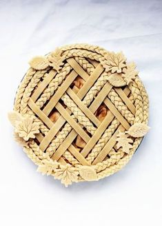Decorative Pie Crust Tips - # - Kochen - Torten Pumpkin Pie Crust, Apple Pie Crust, Lattice Pie Crust, Beautiful Pie Crusts, Pie Crust Designs, Pie Decoration, Pies Art, Thanksgiving Pies, Gastronomia