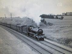 Train approaching Ballyfermot 1939 Abandoned Train, Old Photos, Vintage Photos, Old Trains, Train Engines, Sight & Sound, Steam Engine, Steam Locomotive, Rio Grande