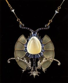 Art Nouveau - Necklace (Rene Lalique, was a French Glass Designer and was an innovator of Art Nouveau jewelry and glassware. In the he became noted for his work in the Art Deco style) Bijoux Art Nouveau, Art Nouveau Jewelry, Jewelry Art, Vintage Jewelry, Fine Jewelry, Jewelry Design, Gold Jewelry, 1940s Jewelry, Jewellery