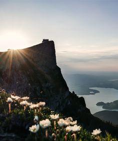 Sonnenuntergang am Schafberg. Bei gutem Wetter hast du einen Blick über 13 Seen. Bergen, Spring Time, Mountains, Outdoor, Sunset, Alps, Weather, Hiking, Nice Asses